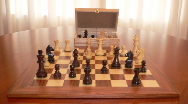Anjan Chess Set with Palisander Board and Chest. 89mm King