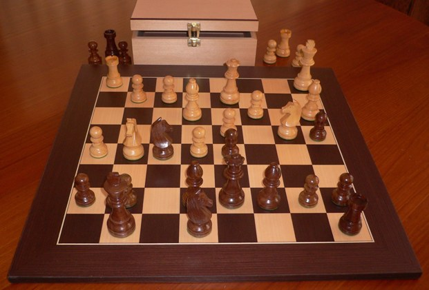No A106 Combo. Sheesham Chess Set with Board and Chest. 95mm King