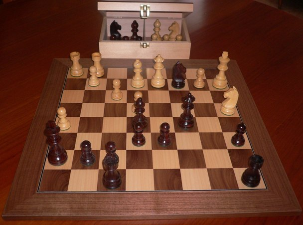 No A206A Combo. Rosewood Chess Set with Board and Chest