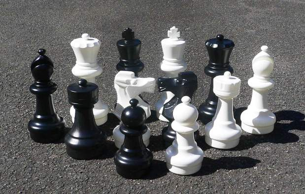 No 1272 Garden And Patio Chess Set. 300mm King