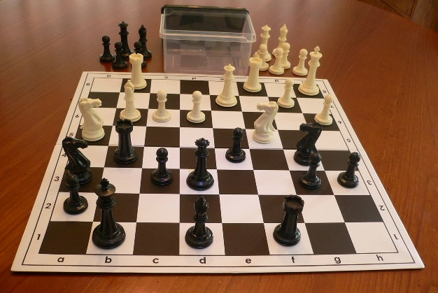 No 7098 Combo. 'Premier' Plastic Chess Set with Folding Board 57mm Squares and Container