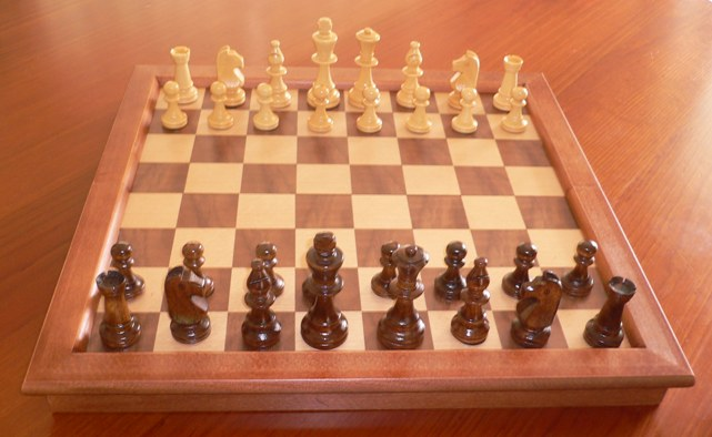 No 7177M Cabinet Chess Set. 95mm King