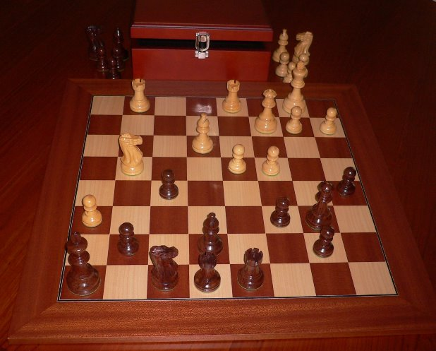 No A206AEW Plus Combo. Rosewood Chess Set with Board and Chest