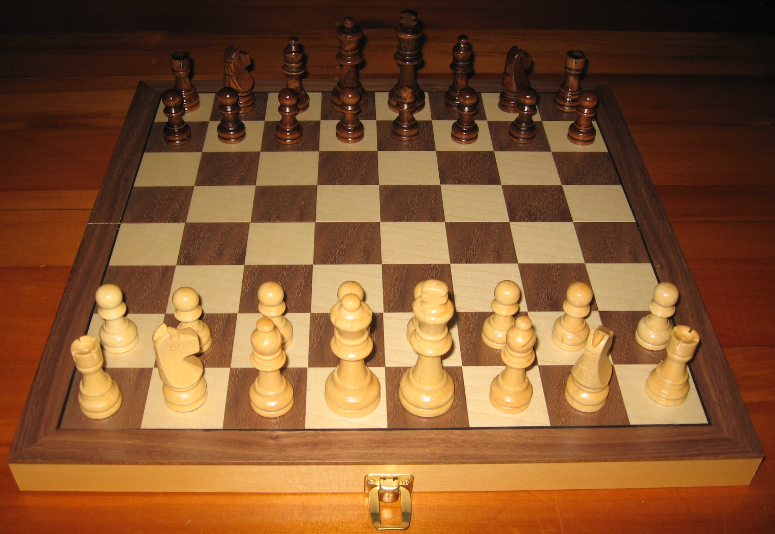 No 7162-15-I Chess Set and Folding Board. 78mm King